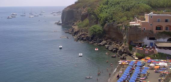 spiaggia cala Nave Ventotene